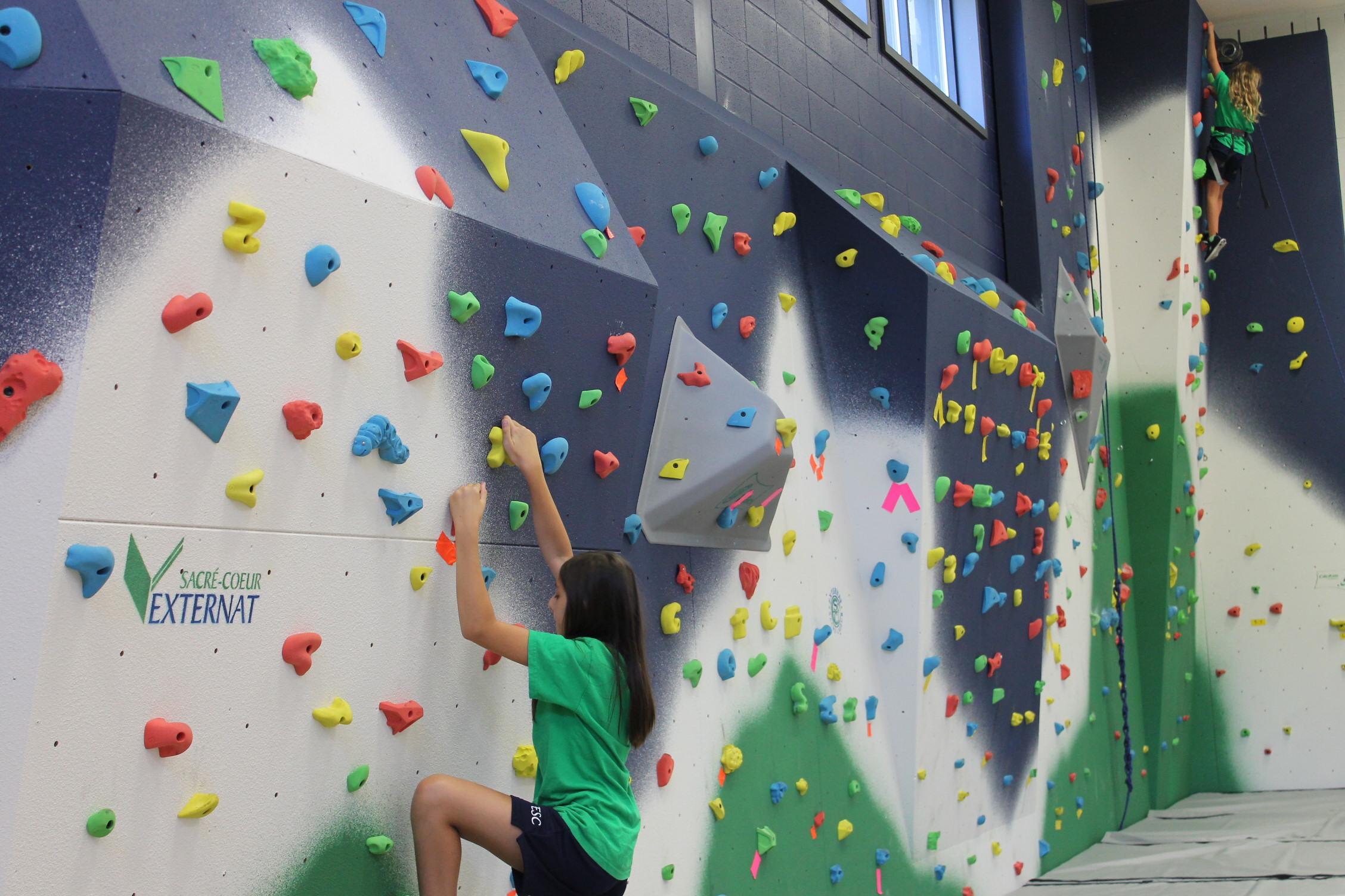 Un nouveau mur d'escalade à l'Externat Sacré-Cœur!